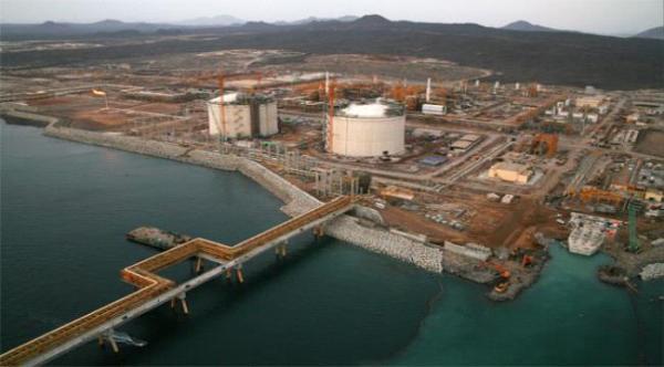 مصادر تكشف عن استخدام ميناء قنا بشبوة لتهريب النفط الايراني للحوثيين