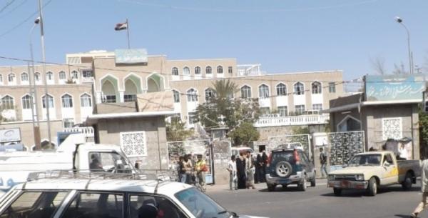اندلاع مواجهات مسلحة داخل مستشفى الثورة بتعز