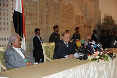 الرئيس هادي يتحدث عن «مؤامـرة» وينفي سقوط صنعاء