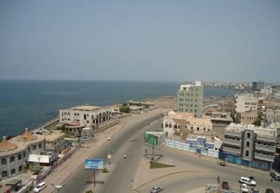 مقتل جندي وإصابة آخرين أمام بوابة قيادة «المنطقة الخامسة» بالحديدة