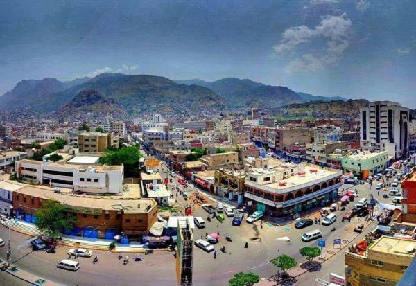 قيادي في إصلاح تعز يعتدي على طاقم قناة اليمن الفضائية
