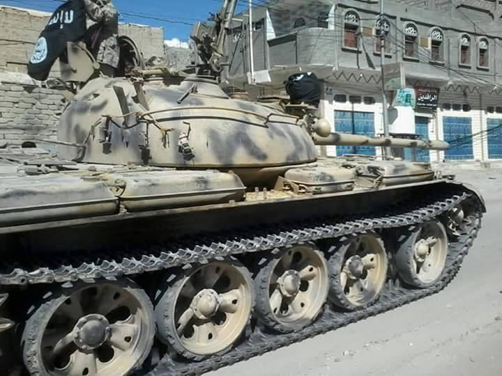 دبابة سيطر عليها متشددون من أحد ألوية الجيش اليمني بشبوة