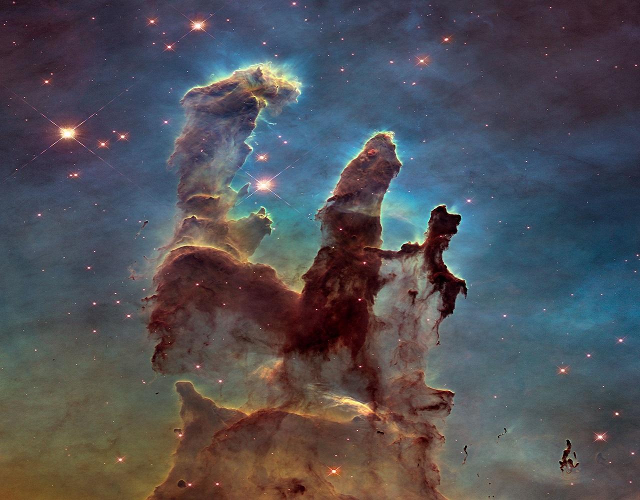 """صورة إبداعية لسديم """" النسر """" التقطها تليسكوب"""
