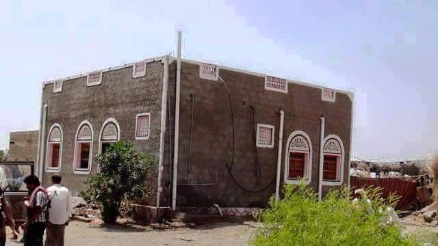 صورة تداولها ناشطون علقوا بأنها لمنزل اللواء محمود الصبيحي، وزير الدفاع اليمني، في مسقط راسه، بلحج