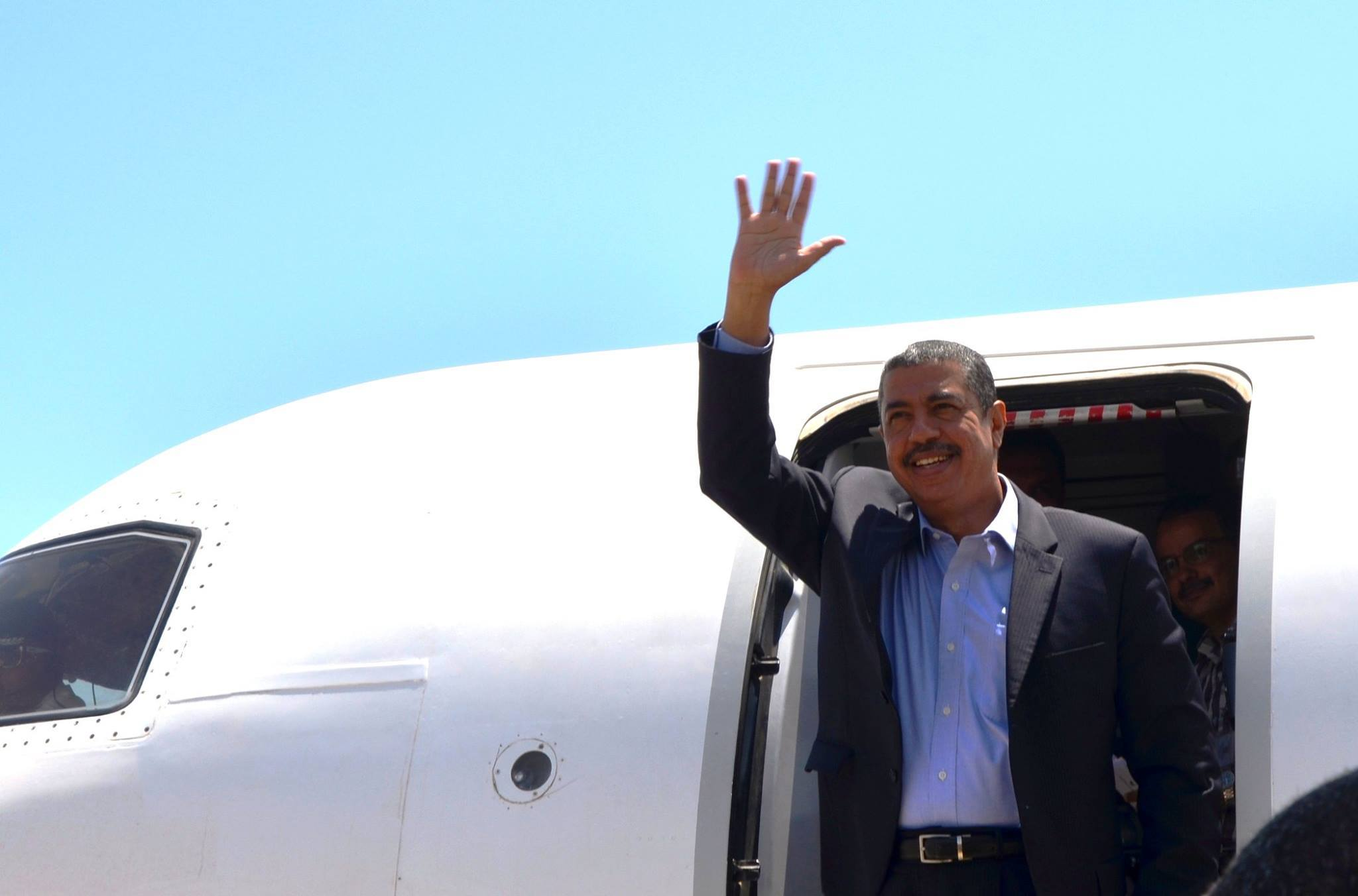 رئيس الحكومة المستقيلة خالد بحاح يصل حضرموت بعد رفع الإقامة الجبرية عنه من قبل الحوثيين