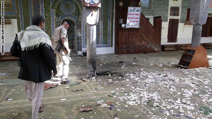 جامع البليلي بالعاصمة اليمنية استهدفه هجوم انتحاري وتفجير عبوات أثناء صلاة عيد الأضحى الخميس 24 سبتمبر 2015 خلف 12 شهيدا وعشرات الجرحى، وتبناه داعش