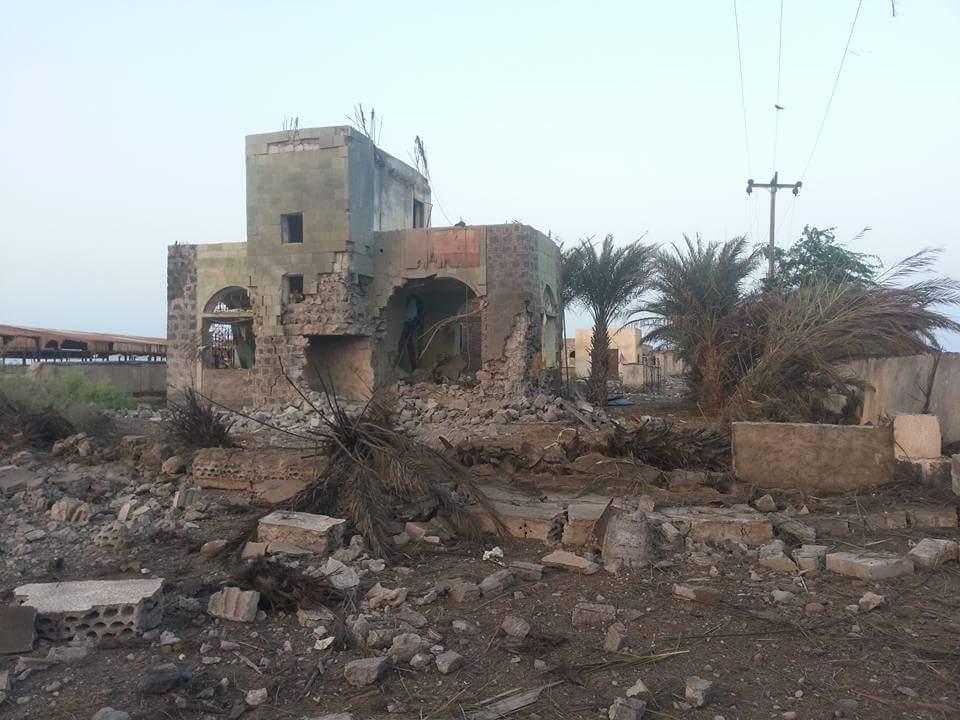 تدمير مبنى جوازات المخا بغارة جوية الجمعة ٩ اكتوبر ٢٠١٥