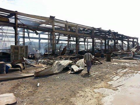 اليمن: غارات التحالف السعودي تدمر مخازن محولات وكابلات مؤسسة الكهرباء بشارع جيزان مدينة الحديدة ،السبت 10 أكتوبر 2015