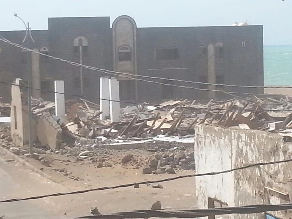 اليمن: مقاتلات العدون تقصف البنك المركزي بالمخا السبت 17 اكتوبر/ تشرين الاول 2015