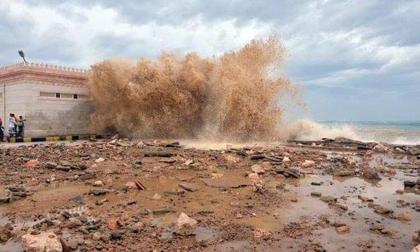 #اليمن .. #المكلا - #حضرموت .. الاعصار #تشابالا